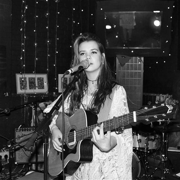 https://blovemusic.com/wp-content/uploads/2018/04/Laulia2-e1526294225993.jpg